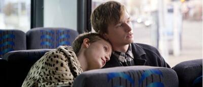 Mia Wasikowska und Henry Hopper in Restless