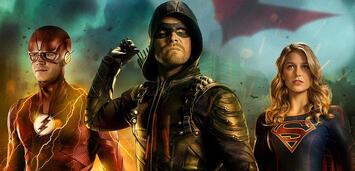 Bild zu:  Barry, Oliver und Kara im Arrowverse-Crossover