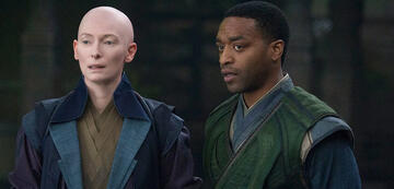 Die Älteste und Mordo in Doctor Strange.