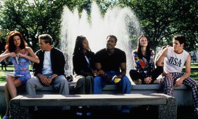Scary Movie mit Marlon Wayans, Shannon Elizabeth, Regina Hall und Frank B. Moore - Bild 1
