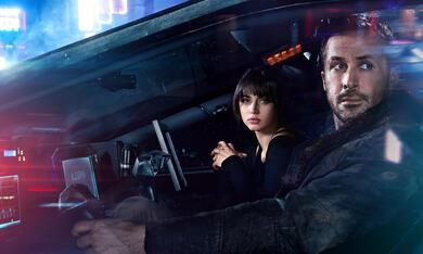 Blade Runner 2049 mit Ryan Gosling und Ana de Armas - Bild 1