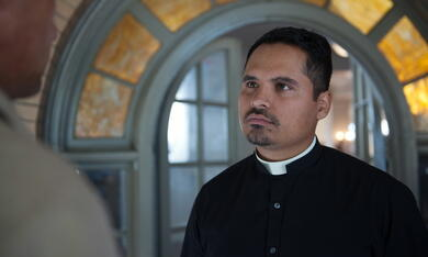 The Vatican Tapes mit Michael Peña - Bild 1