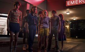 Stranger Things - Staffel 3 mit Millie Bobby Brown, Finn Wolfhard, Natalia Dyer, Charlie Heaton, Noah Schnapp, Caleb McLaughlin und Sadie Sink - Bild 20