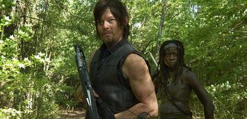 Bild zu:  Daryl und Michonne in Staffel 4