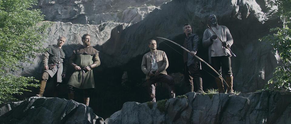 King Arthur: Legend of the Sword mit Charlie Hunnam, Djimon Hounsou, Aidan Gillen, Freddie Fox und Craig McGinlay