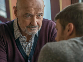 Terry O'Quinn und Michael Dorman in Patriot