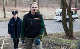 Das Dorf der Mörder mit Alina Levshin und Anna Loos - Bild 39