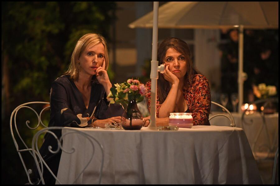 Champagner & Macarons - Ein unvergessliches Gartenfest mit Agnès Jaoui und Léa Drucker