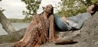 Allison Janney und Christian Camargo in Days and Nights