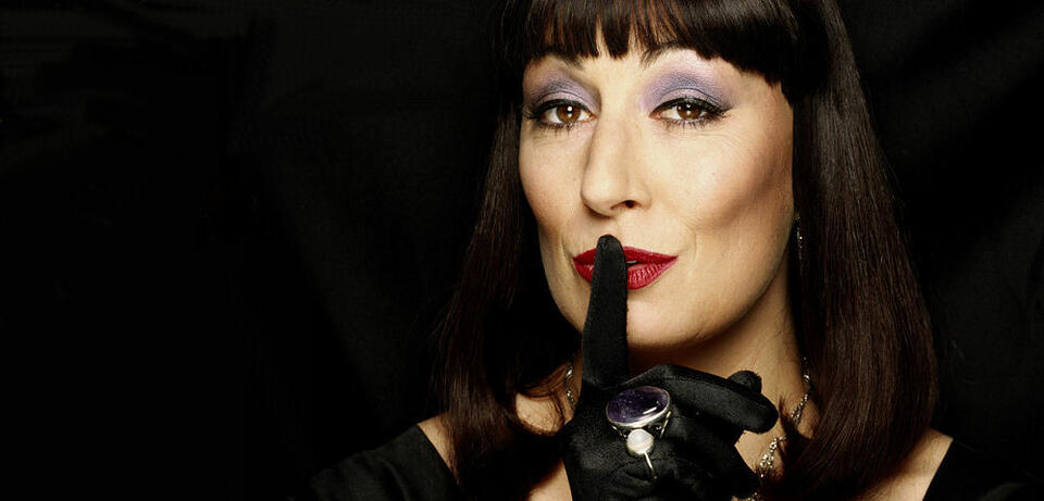 Anjelica Huston in Hexen hexen