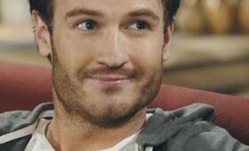 Josh Lawson in Romantically Challenged - Bild 4