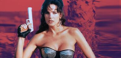 Julie Strain in Enemy Gold: Amazonen rechnen ab (1993)