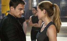 Die Bestimmung - Divergent mit Shailene Woodley und Theo James - Bild 3