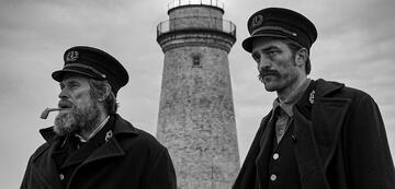 Willem Dafoe und Robert Pattinson in Der Leuchtturm