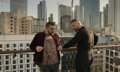 Skylines, Skylines - Staffel 1 mit Sahin Eryilmaz - Bild 2