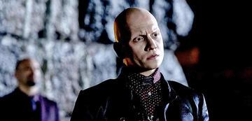 Anthony Carrigan als Victor Zsasz in der Serie Gotham