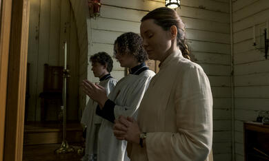 Midnight Mass, Midnight Mass - Staffel 1 mit Samantha Sloyan - Bild 4