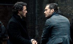 Sherlock Holmes mit Robert Downey Jr. und Jude Law - Bild 5