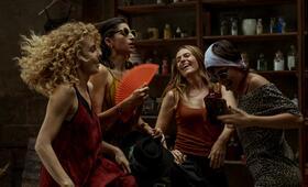Haus des Geldes - Staffel 4 mit Alba Flores, Úrsula Corberó, Itziar Ituño und Esther Acebo - Bild 2