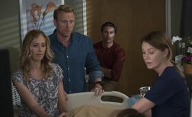 Grey's Anatomy - Staffel 14, Grey's Anatomy - Staffel 14 Episode 1 mit Kevin McKidd, Ellen Pompeo, Kim Raver und Martin Henderson - Bild 25