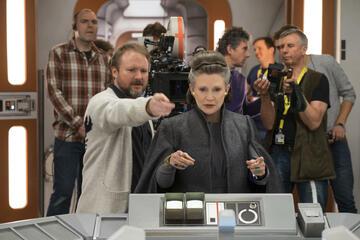 Rian Johnson mit Leia-Darstellerin Carrie Fisher in Star Wars 8