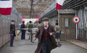 Resistance  mit Jesse Eisenberg - Bild 1