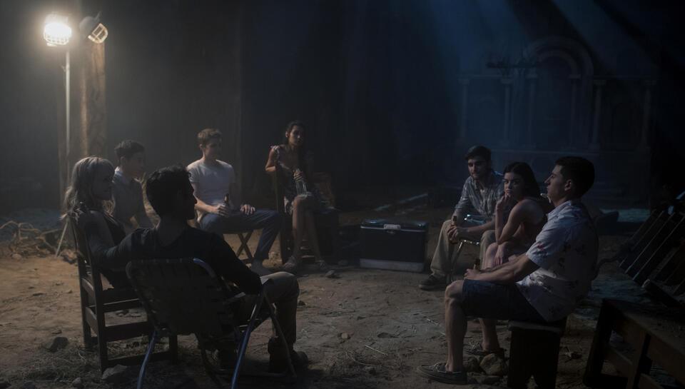 Truth or Dare mit Lucy Hale, Tyler Posey, Nolan Gerard Funk, Sam Lerner, Violett Beane, Sophia Ali und Hayden Szeto