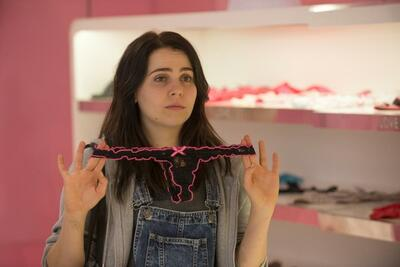 Mae Whitman in DUFF