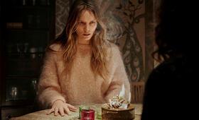Hausen, Hausen - Staffel 1 mit Lilith Stangenberg - Bild 1