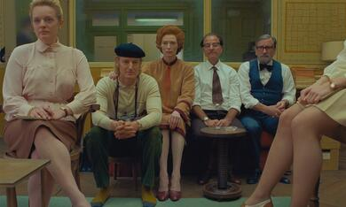 The French Dispatch mit Tilda Swinton, Owen Wilson, Elisabeth Moss, Griffin Dunne und Fisher Stevens - Bild 4