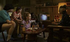 Stranger Things - Staffel 3 mit Millie Bobby Brown, Finn Wolfhard, Noah Schnapp, Caleb McLaughlin und Sadie Sink - Bild 21