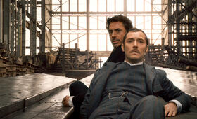 Sherlock Holmes mit Robert Downey Jr. und Jude Law - Bild 2