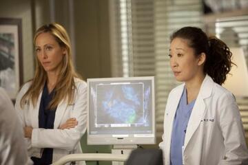Kim Raver mit Sandra Oh in Grey's Anatomy
