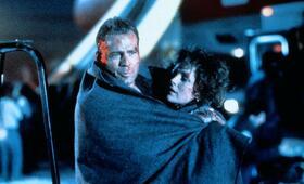 Stirb langsam 2 mit Bruce Willis und Bonnie Bedelia - Bild 3