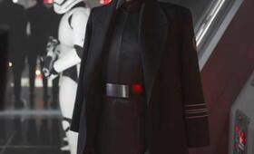 Domhnall Gleeson in Star Wars Episode VII - Das Erwachen der Macht - Bild 50