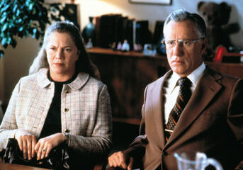 The Virgin Suicides - Mrs. & Mr. Lisbon (Kathleen Turner und James Woods)