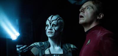 Schauen sich gerade die Spots von Star Trek Beyond an