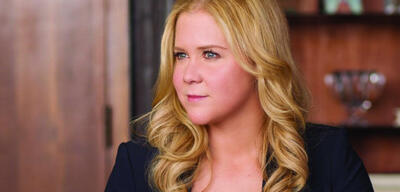 Amy Schumer in Dating Queen