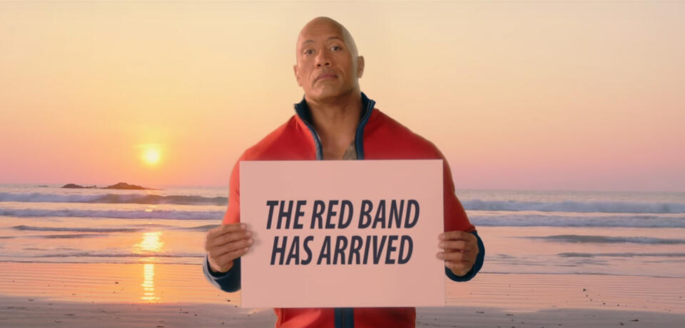 Dwayne Johnson kündigt den Red Band-Trailer für Baywatch an