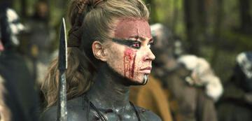 Barbaren: Jeanne Goursaud als Thusnelda im Kampf-Modus