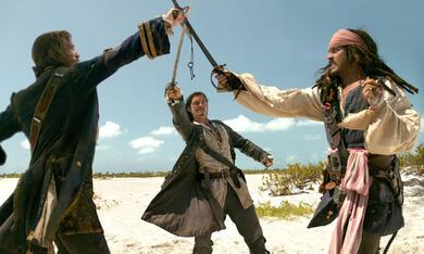 Pirates of the Caribbean - Fluch der Karibik 2 mit Johnny Depp, Orlando Bloom und Jack Davenport - Bild 9