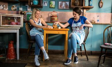 Fleabag, Fleabag - Staffel 1 mit Phoebe Waller-Bridge und Jenny Rainsford - Bild 4