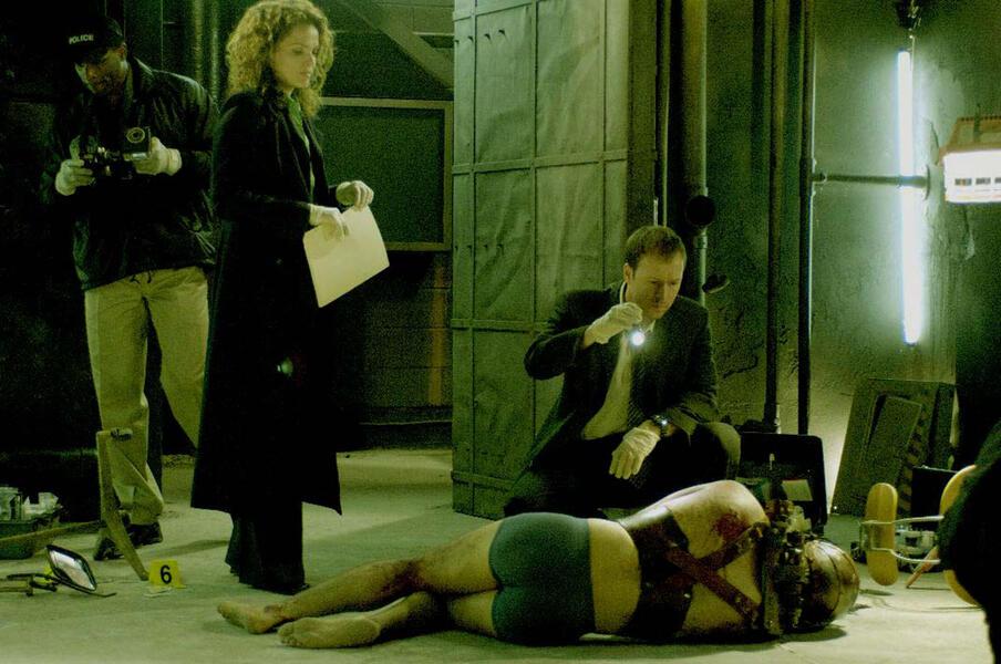 Saw II mit Donnie Wahlberg und Dina Meyer