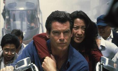James Bond 007 - Der Morgen stirbt nie mit Pierce Brosnan und Michelle Yeoh - Bild 2