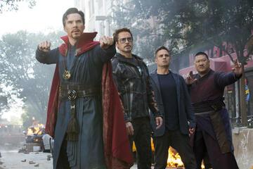 Benedict Cumberbatch als Doctor Strange (li.) in Avengers: Infinity War