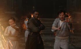Doctor Strange mit Benedict Cumberbatch und Chiwetel Ejiofor - Bild 95