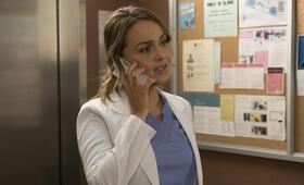 Grey's Anatomy - Die jungen Ärzte - Staffel 14, Grey's Anatomy - Die jungen Ärzte - Staffel 14 Episode 9 mit Camilla Luddington - Bild 37