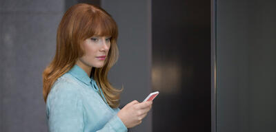 Black Mirror mit Bryce Dallas Howard in Nosedive (Staffel 3, Episode 1)