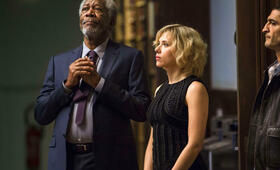 Lucy mit Scarlett Johansson und Morgan Freeman - Bild 2