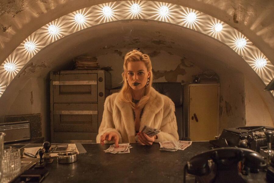 Terminal mit Margot Robbie